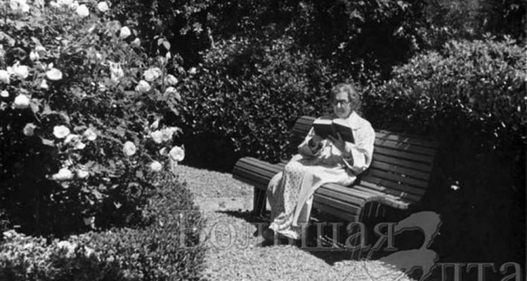 Мария Павловна Чехова в саду, фото из фондов дома-музея Чехова в Ялте