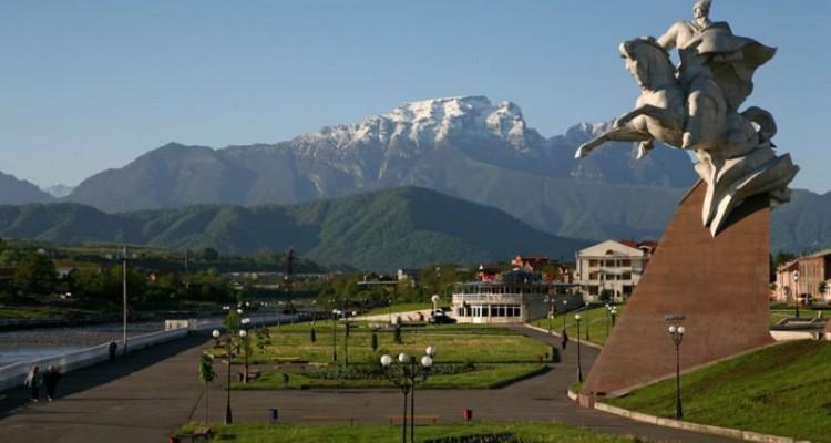 Владикавказ, набережная Терека и еще одна панорама гор