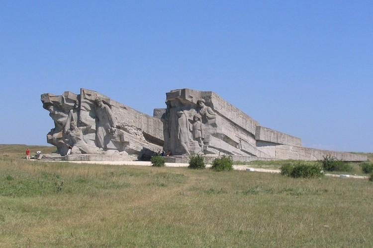 Аджимушкайские_каменоломни_-_вход_в_музей